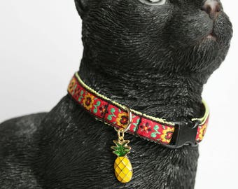Warm colored cat collar with a pineapple charm