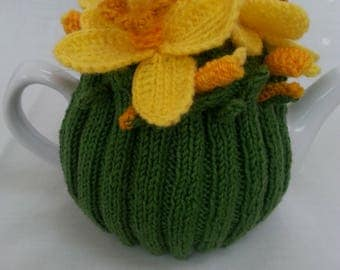 Hand made teapot warmer with Narzissenmotiven