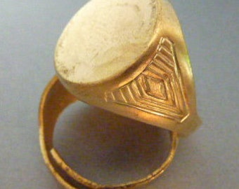 Ornate Brass Ring - Signet with 15 mm Flat Round Top - Art Deco