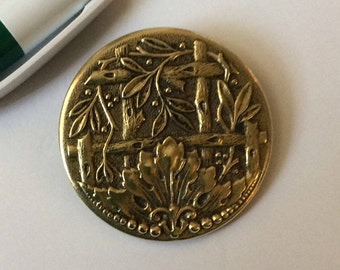 NBS Lg Brass Picture Button of the Garden Trellis or Fence - lovely detail