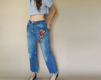 vintage LEVIS 501 boyfriend ROSES patch distressed jeans