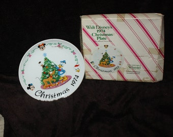 vintage 1974 Walt Disney Christmas plate Scmid mickey mouse