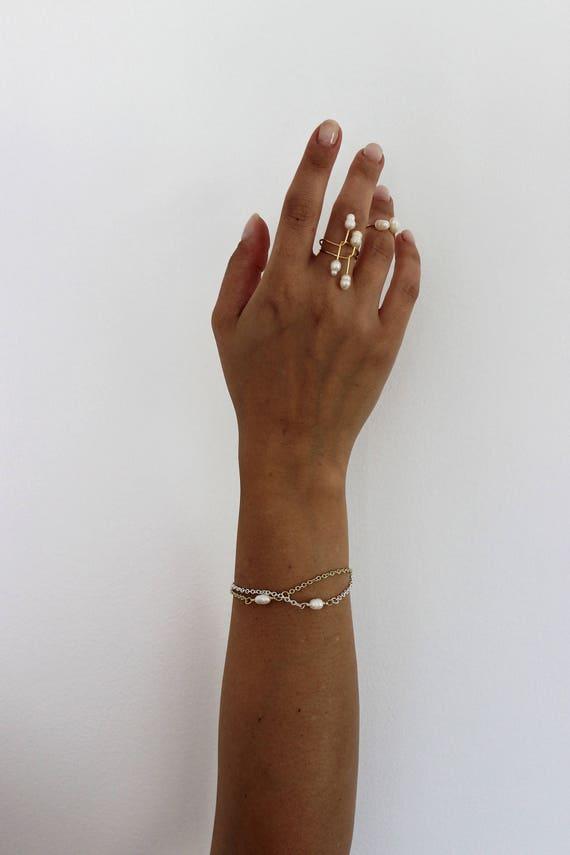 Minimal Pearl Twist Ring