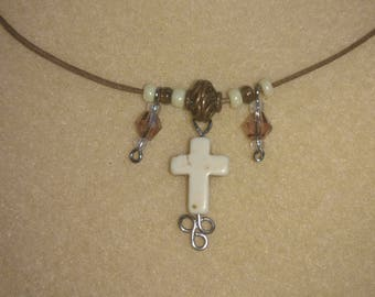 Cream stone-look cross beaded necklace