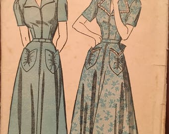 1940's Housecoat Housedress Vintage Sewing Pattern Advance 4754 Bust 32