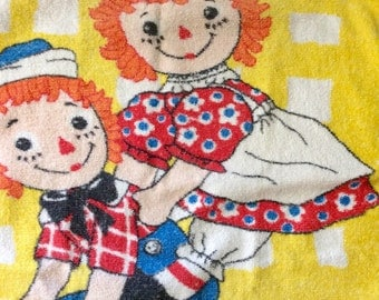 SIX DOLLAR SENSATION - Vintage Raggedy Ann and Andy Hand Towels // Set of 2