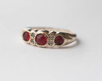 Vintage 1940s Gold Shell Paste Clear and Red  Stone Ladies Ring  UK size M 1/2  US 6 1/2