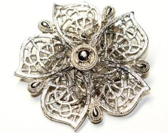 Silver Coloured Flower Vintage Scarf Clip (c1980s)