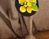 Adrettes Zitrönchen! Hütchen Fascinator Headpiece Rockabella Vitamin C Zitrone gelb Zitrus extravagant schwarz grün Schleife vintage fifties