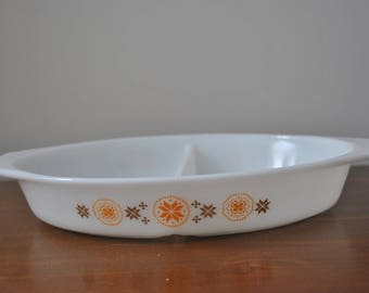 Town And Country Pyrex Divided Dish 1-1/2 QT no lid