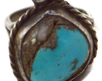 Vintage 70s Native American-Inspired Small Turquoise Ring
