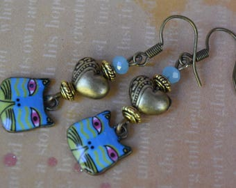 Valentine earrings. Alice in wonderland earrings. Cheshire cat earrings. Cat earrings, Heart earrings. Cat lovers earrings.