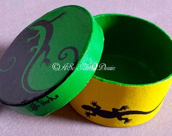Personalized with salamander round cardboard box