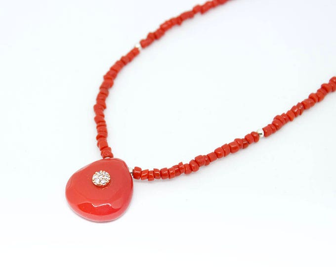 Necklace with coral beads and pendant