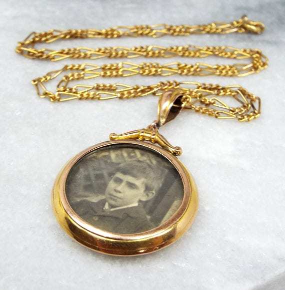 Antique Edwardian 9ct Yellow Gold Ornate Double Glass Locket Pendant Necklace