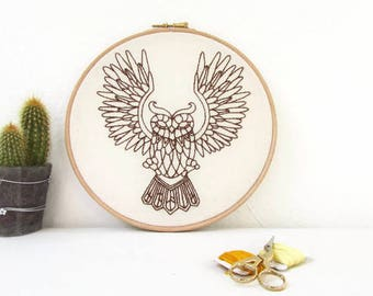 Owl hand embroidery hoop art, bird woodland animal decor, woodland embroidery, animal totem, animal lovers gift, handmade in the UK
