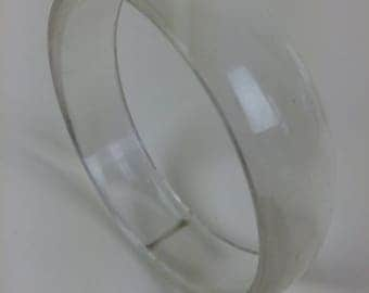 mod clear lucite bangle bracelet 60s
