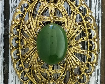 Vintage Peri Green Stone Brooch Pin, Fetching Goldtone Brooch With Green Stone, Mesmeric Vintage Peri Brooch, Winsome Gold Brooch For Women