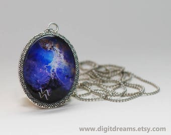 Mz11: Water-Bearer (Aquarius) vintage pendant/keychain