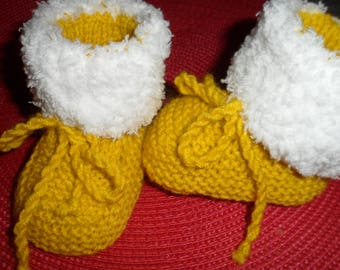 """Fur effect"" wool baby booties (0-3months)"