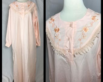 1980s Victorian Styled Peach Nightgown with Embroidered and Lace Trimmed Yoke - Size XL