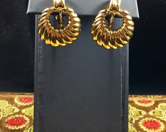 Vintage Napier Gold Scalloped Hoop Screwback Earrings