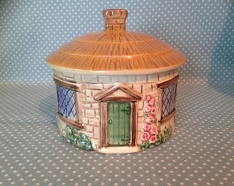 Vintage Sylvac Pottery thatched roof cottage sugar bowl with lid. Patt 4816. - FREE UK POST.