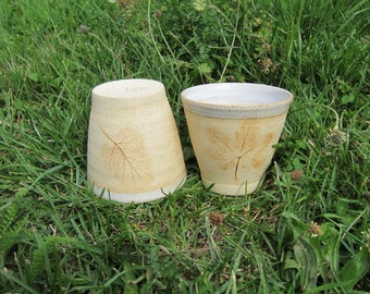 Set of 2 mugs made of stoneware with imprints of plants