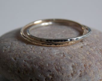 Wedding ring 2 rings duo grey & yellow gold. Entwined and hammered rings.