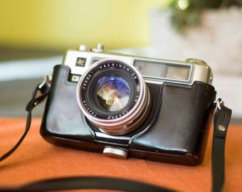 YASHICA ELECTRO 35 • Vintage Film Camera with Original Leather Field Case