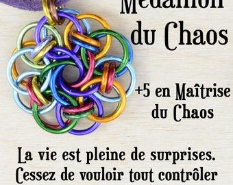 Médaillon du Chaos | jeux de rôle | pendentif arc-en-ciel | costume médiéval | cotte de maille | pathfinder | jeux de rôle | donjons dragons