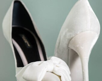 Dolce & Gabbana Runway velour white court shoes pumps high heels designer wedding shoes with bow