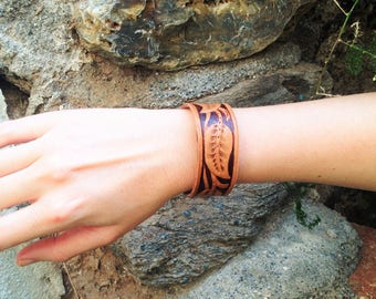 Handmade leather bracelet handcarved with Sheridan style leaves