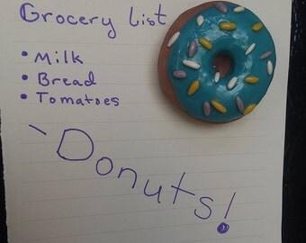 Aimant de donut saupoudrer bleu