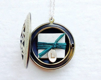 Personalized Wife Gift, Mother's Necklace, Personalized Gift, Mom Jewelry,  Locket Necklace, Anniversary Gift, Subscription Locket©