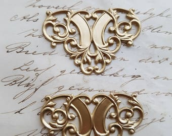 2 Brass raw Brass Filigree Stamping Floral Gothic Victorian Ornamental Ornate Antiqued - 2 pieces