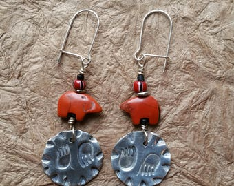 Sterling silver bear paw and Zuni bear gem symbols of strength, healing, courage, adaptability and spiritual connection. Sensitive gift