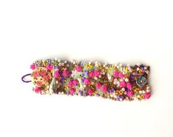 bracelet brodé - manchette bohème - bijoux recyclés