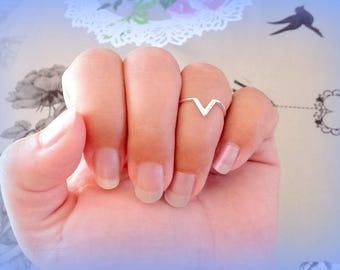 Silver V-shape MIDI ring 15 mm