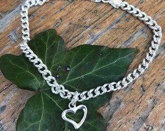 Silver bracelet with heart charm .19cm
