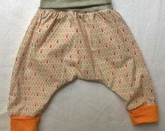 Baby 3 months triangles patterned harem pants