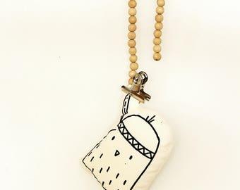 mini Kuiken met veer knuffel of rammelaar circa 15 cm met een Lijnloves zeefdruk print, eco-vriendelijke inkt