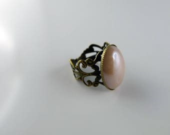 Mother of Pearl cabochon light pink and bronze lace ring