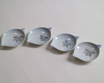 Scandinavian porcelain: Set of 4 small plates in special shape