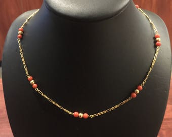 Vintage Mediterranean Coral Necklace in 18K Yellow Gold. Italy, circa 1960's.
