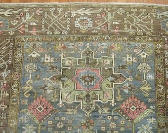 Antique Persian Heriz Rug Size 5'x5'9''
