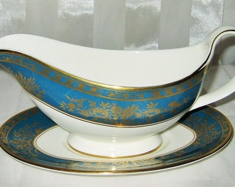 Royal Doulton - Earlswood H5053 - Gravy Boat and Tray