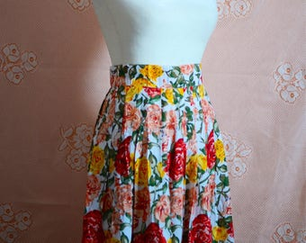 VINTAGE 90s Daniel Hechter designer high waist pleated floral maxi skirt with button closure size M