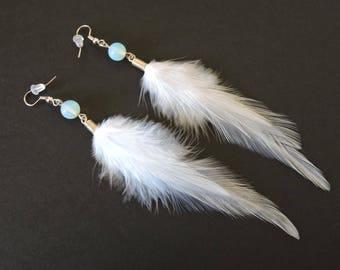 Boucles d'oreilles plumes de coq et perle en pierre de lune / Rooster feathers and Moonstone beads / White earrings