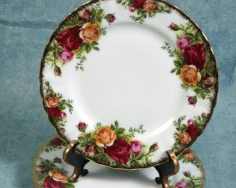 OUTSTANDING Royal Albert Old Country Roses Bread Butter Plate Fine China 1962